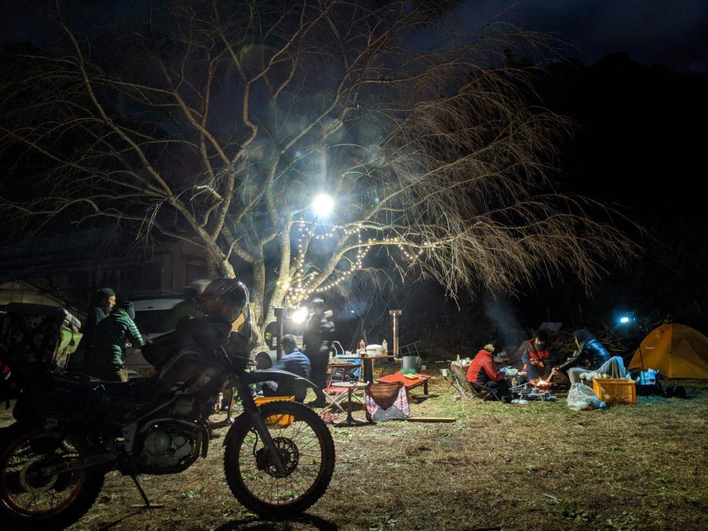 バイク仲間と伊豆のライダーズハウス「ボロンコ」でのキャンプ風景